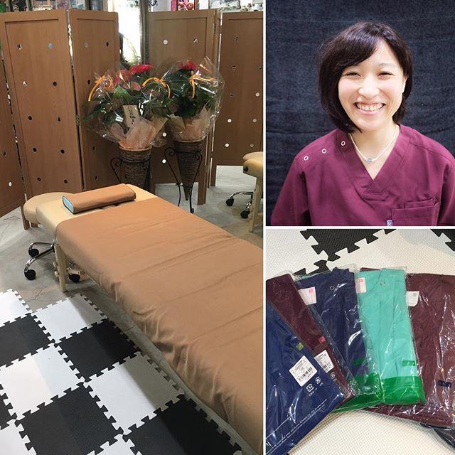 ベッドが届きました。ベッドがあると雰囲気がまた変わる!制服合わせもしてみました。#健康整体の家つみき #健康整体 #健康 #操体法 #福島市 #ボテフォレパン #雰囲気 #変わります #制服 #試着 #スクラブ #ワイン色