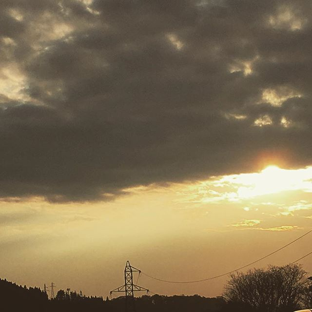 地震( ;´Д`)震度5弱!朝陽は穏やかに登っています。備えをしっかりしながら、今日もつみきは通常営業します(^ ^) #健康整体の家つみき #健康整体 #操体法 #女性スタッフ #福島市 #fukusima #ボテフォレパン #地震 #もしもの備え #通常営業 #健康