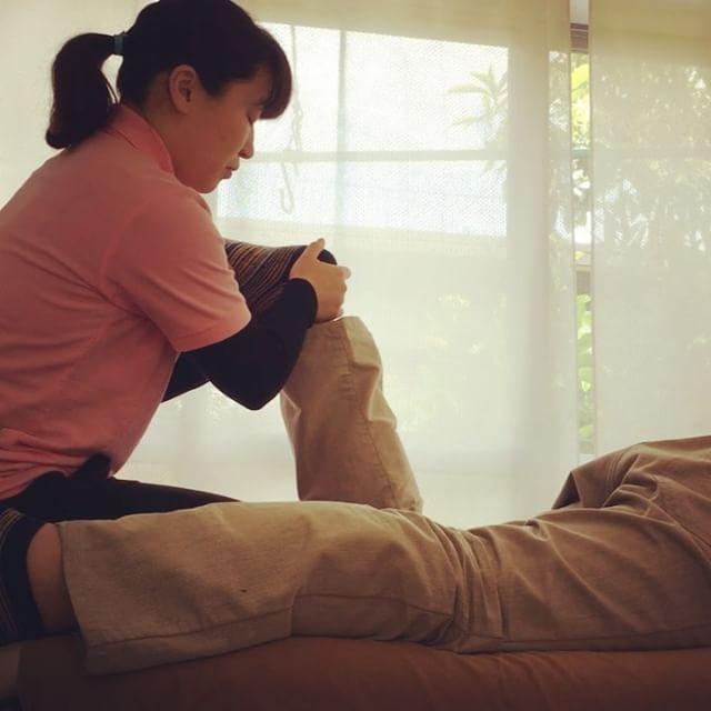 「仕事の時に腰痛と肩こりがつらい」というHさん!触れられて、全身がガチガチになっていることに気づけた。お辞儀する時あった痛みがなく楽になった(^^) #健康整体の家つみき #健康整体 #整体 #操体法 #腰痛 #肩こり #お辞儀の角度 #体の状態を知る #楽になった #福島 #福島市整体 #飯坂 #飯坂整体