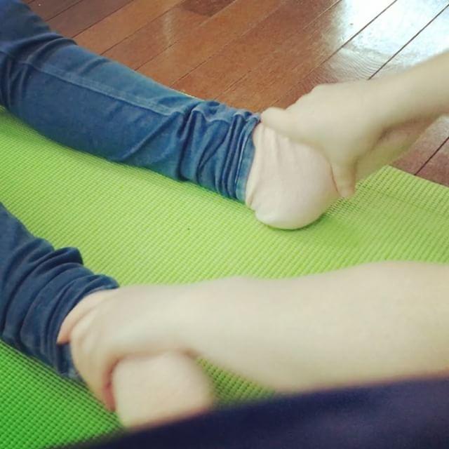 足が軽くなった!同じ姿勢での仕事ため、不調を訴えていた。途中うとうとし、終わると少しスッキリした表情で、体も緩んだ(^^) #健康整体の家つみき #健康整体 #操体法 #整体 #福島 #飯坂 #福島市整体 #飯坂整体 #同じ姿勢 #足のむくみ #手のこわばり #肩こり #首の張り #腰痛 #膝の痛み #目の疲れ #更年期障害 #自律神経バランス #疲れが抜けない #軽くなった