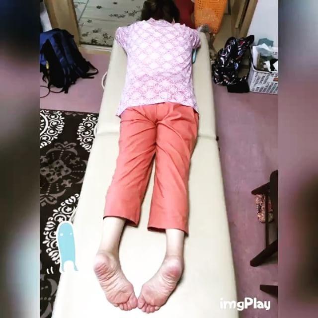 足がむくんでつらく、歩く時にふらつくRさん。体が捻れている!捻れをとっていくと「いつもこのくらいだと良いんだけど」と足も上がりふらつきも減っていました(^^) #健康整体の家つみき #健康整体 #整体 #操体法 #福島 #福島市整体 #飯坂 #飯坂整体 #足がつらい #靴下が履けない #ふらつく #体のねじれ #足のむくみ #足が上がる