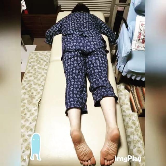 慢性的な足の痺れとむくみがあるFさん。元気に仕事を続けるために利用して下さっている(^^)「足の痺れが良くなった」「良かった。体が楽になって嬉しい」と喜んで頂けました #健康整体の家つみき #健康整体 #整体 #操体法 #福島 #福島市整体 #飯坂 #飯坂整体 #足の痺れ #足のむくみ #腰痛 #背中の張り #肩こり #首のこり #元気に仕事 #歌詠み #嬉しい #喜び #出張整体 #定期的な