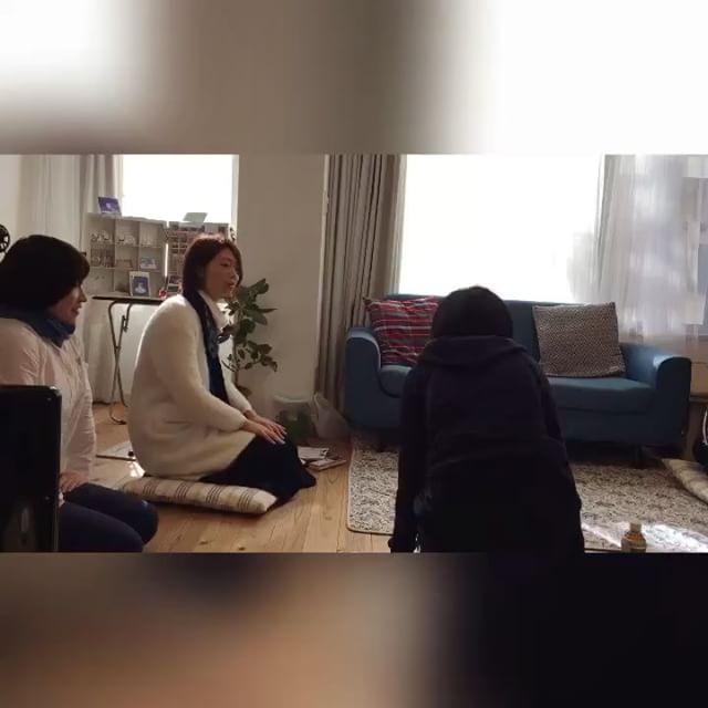 目指せ!おうちセラピストと題しまして仙台でワークショップを開催しました。皆さん熱心に受講してくださって、楽しくそして学びのある1日になりました。お昼寝タイムには、梅津さんのクリスタルボウルの生演奏を聴きながら気持ちよく過ごすことが出来ましたichirinのルミちゃん先生、梅津さん、参加してくださった皆さんありがとうございましたm(._.)m#健康整体の家つみき #健康整体 #操体法 #福島市 #福島市整体 #飯坂 #飯坂整体 #bodywork #bodypreparation #health #fukushima #japan #整体&ヒーリングサロンichirin #仙台 #ワークショップ #おうちセラピスト #楽しく #お昼寝タイム #クリスタルボウル #生演奏