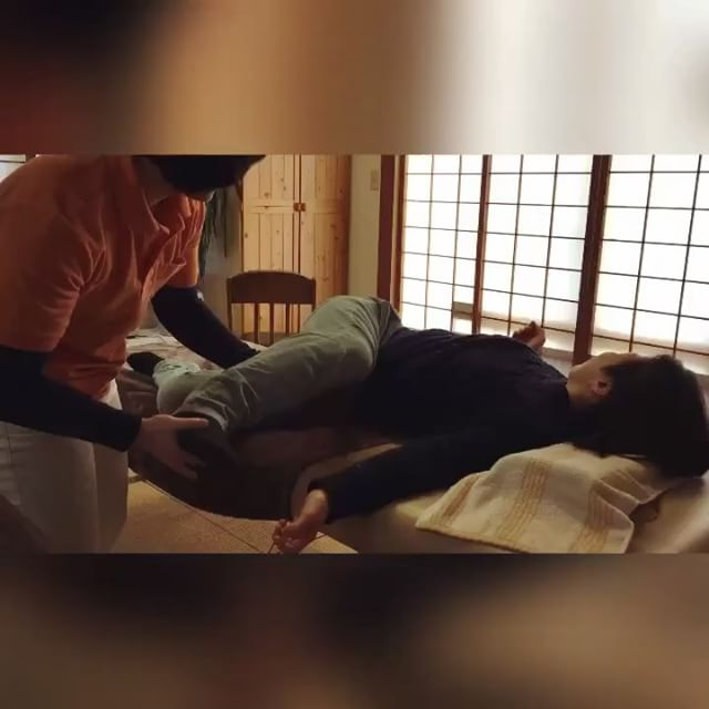 寝相がわるい人みたいな格好!と笑いながら楽しんで動いて、股関節の痛みが気にならなくなりました。#健康整体の家つみき #健康整体 #操体法 #福島市 #福島市整体 #飯坂 #飯坂整体 #bodywork #bodypreparation #health #fukushima #japan #股関節の痛み #肩こり #首こり #冷え #育児疲れ #2児のママ