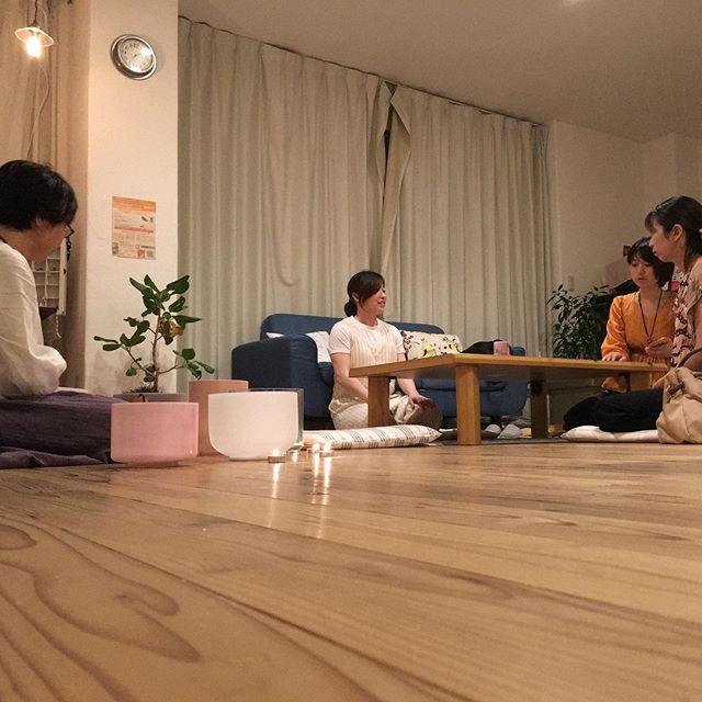 仕事の合間にフラッと友だちのサロンへ!タイミングよくクリスタルボールと瞑想のイベント楽しかった〜♪