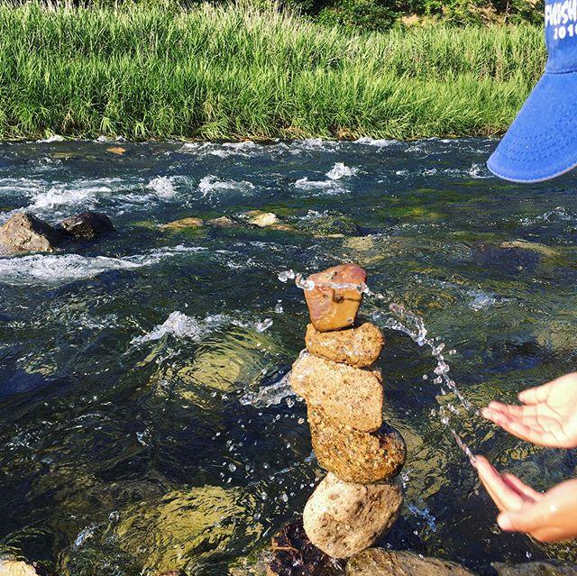 山&川遊び♪自然の中で遊んできました!急な坂の山を登り、冷たい水の川でロックバランシング(^^)楽しかった〜
