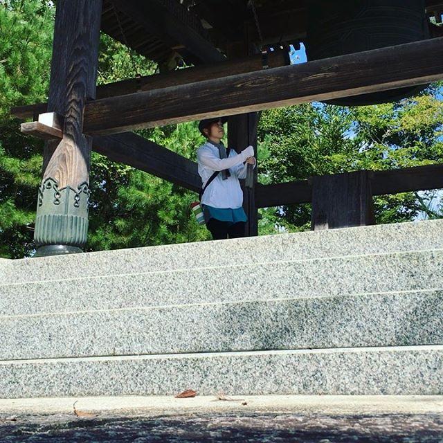 ウォーキング息が上がるくらいの坂を登って、お尻が筋肉痛に…笑 鐘を撞いて音を全身で味わってきました♪